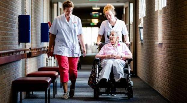 7000 man extra voor verpleeghuizen