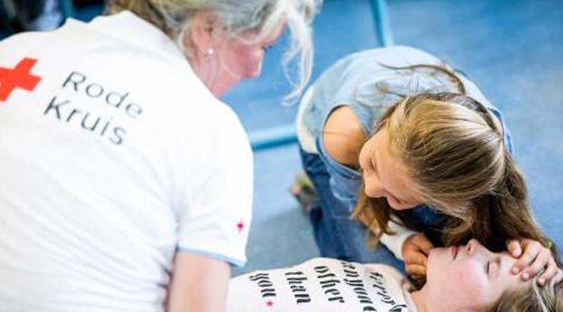 Rode Kruis wil meer EHBO-lessen op school