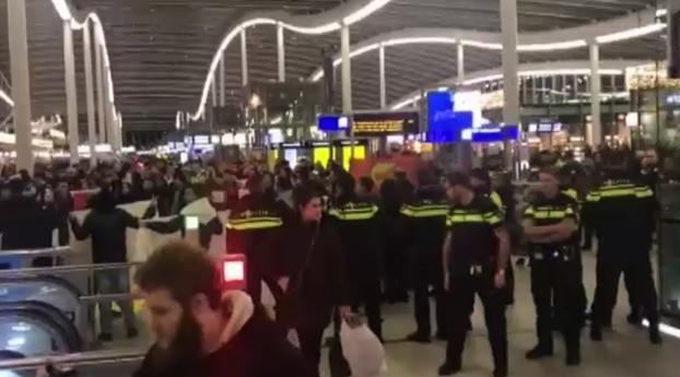 Aanhangers PKK/YPG veroorzaken chaos op Utrecht Centraal
