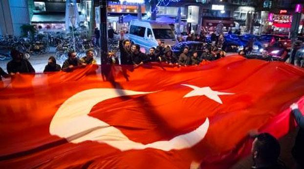 Agenten bedreigd door Erdogan-aanhangers
