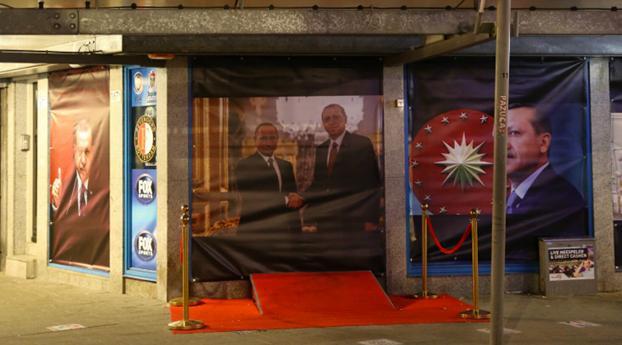 Aboutaleb mocht posters Erdogan niet laten verwijderen, mogelijk juridische stappen