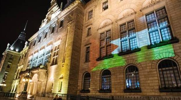 Palestijnse vlag op gevel Rotterdams stadhuis