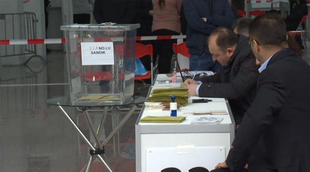 Turkse Nederlanders vanaf vandaag naar de stembus