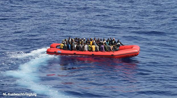 Nederlands vliegtuig spot migrantenboot bij Sicilië