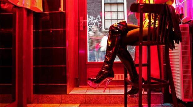 Amsterdam sluit ruim veertig raambordelen