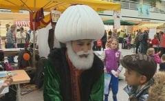 Demet TV - Turkse stand Kinderboeken Markt druk bezocht