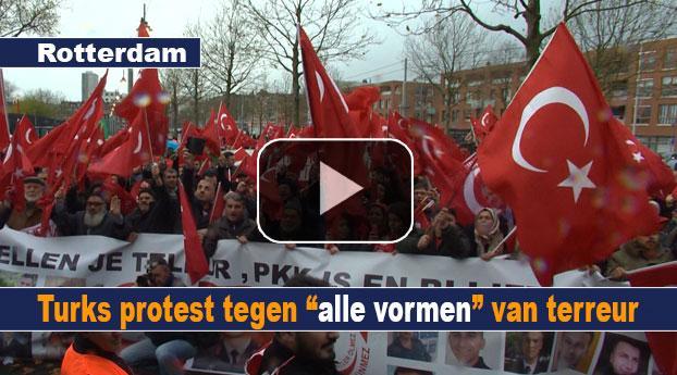"""Turks protest tegen """"alle vormen"""" van terreur"""
