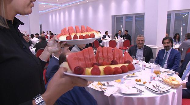 Turks-Nederlandse ondernemers bijeen tijdens iftarmaaltijd