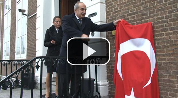 Turkse ambassade plaatst monument voor vermoorde Benler