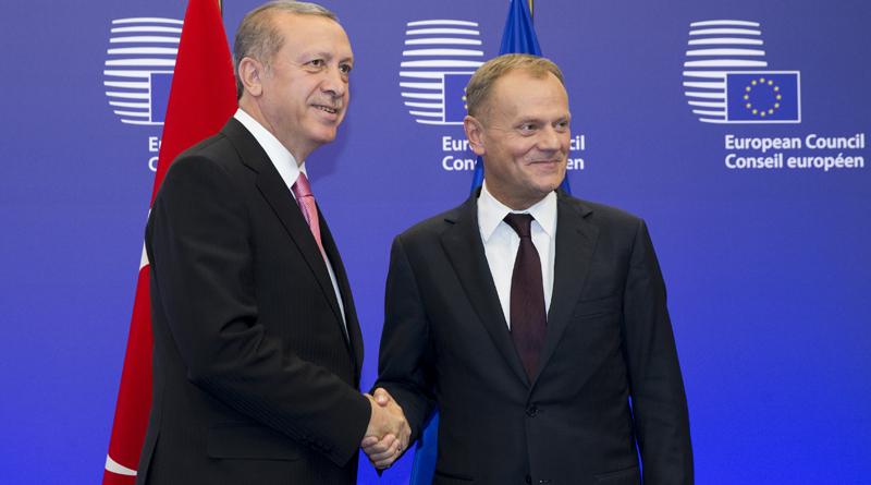 Tusk en Juncker feliciteren Erdogan