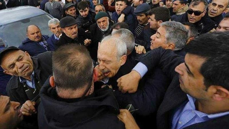 Turkse oppositieleider belaagd op begrafenis