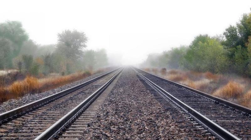 Baby valt tussen perron en trein